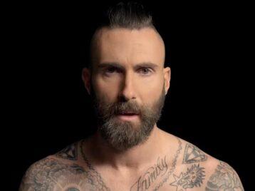 Вдыму самоизоляции: Maroon 5сделали видео про легализацию