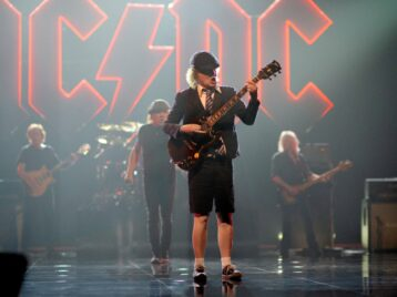 AC/DC посвятили новый клип покойному гитаристу Малькольму Янгу