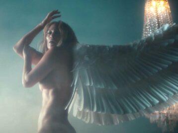 Крылья растут, татуировки исчезают: Дженнифер Лопес показала клипIn the morning