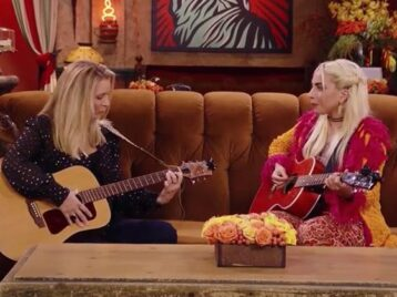 «Драный кот» напрогулке: Леди Гага спела культовую песню изсериала «Друзья»